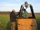 Aufnahmen aus der Luft - Vorbereitungen für eine Ballonfahrt ueber das Untersuchungsgebiet