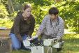 Berit und Frank Michler bei der Feldarbeit